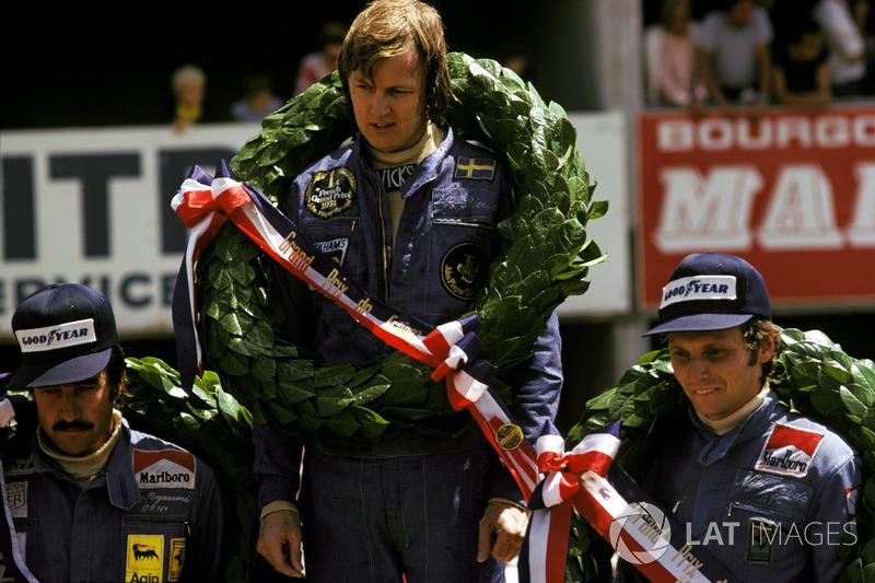 Podium: race winner Ronnie Peterson, Lotus, second place Niki Lauda, Ferrari, third place Clay Regazzoni, Ferrari