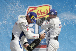 #66 Chip Ganassi Racing Ford GT, GTLM: Dirk Müller, Joey Hand, podium, champagne