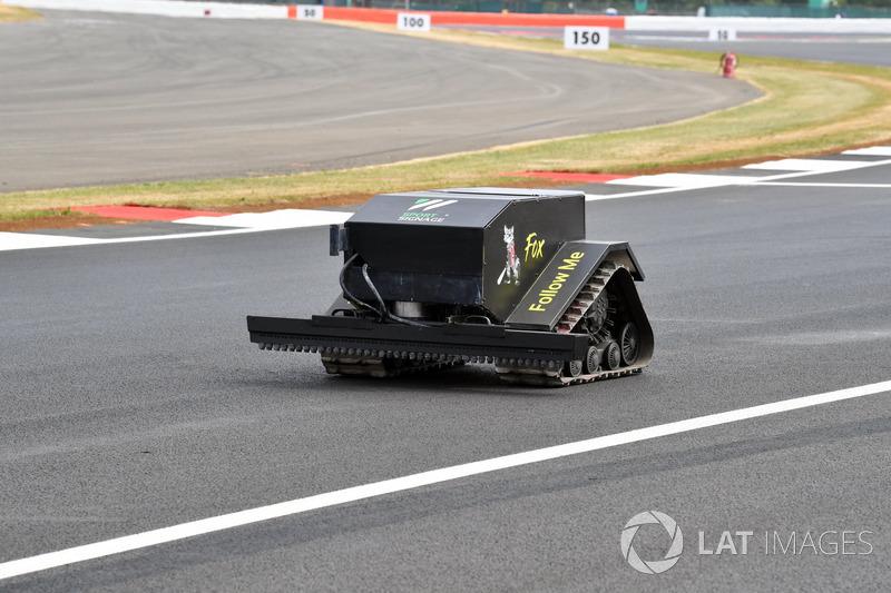 Robot mengitari lintasan