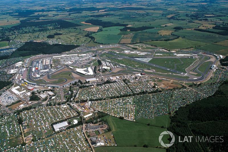 En julio de 1999, la Fórmula 1 llegó a Silverstone. El GP de Gran Bretaña fue sede del octavo de los 16 Grandes Premios de esa temporada.