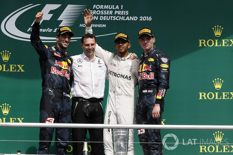 Daniel Ricciardo, Red Bull Racing, Lewis Hamilton, Mercedes AMG F1 and Max Verstappen, Red Bull Racing celebrate on the podium