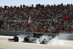 Romain Grosjean, Haas F1 Team VF-17, has a heavy lock up