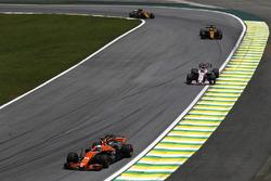 Fernando Alonso, McLaren MCL32, Sergio Perez, Sahara Force India F1 VJM10, Nico Hulkenberg, Renault Sport F1 Team RS17, Carlos Sainz Jr., Renault Sport F1 Team RS17