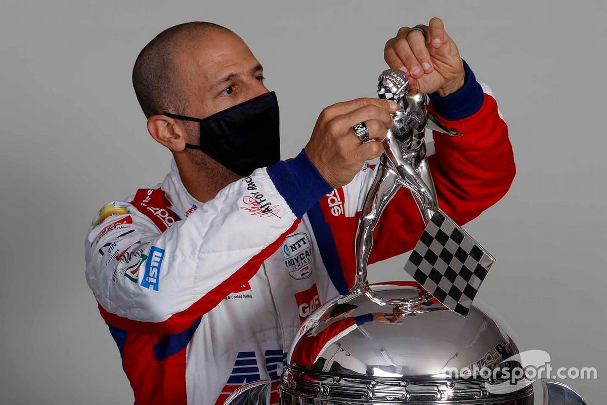 2013 Indy winner Tony Kanaan fits the 'silver man' with his anti-covid face mask.