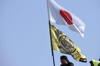 Flaggen: Japan und Valentino Rossi