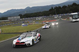 #81 BMW Team MTEK BMW M8 GTE: Martin Tomczyk, Nicky Catsburg y el autobús safari en pista