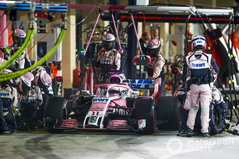 Sergio Perez, Racing Point Force India VJM11, pit stop