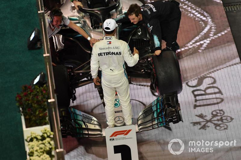 El ganador de la carrera Lewis Hamilton, Mercedes AMG F1 celebra