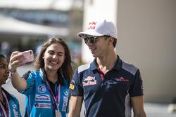 Pierre Gasly, Scuderia Toro Rosso fans selfie