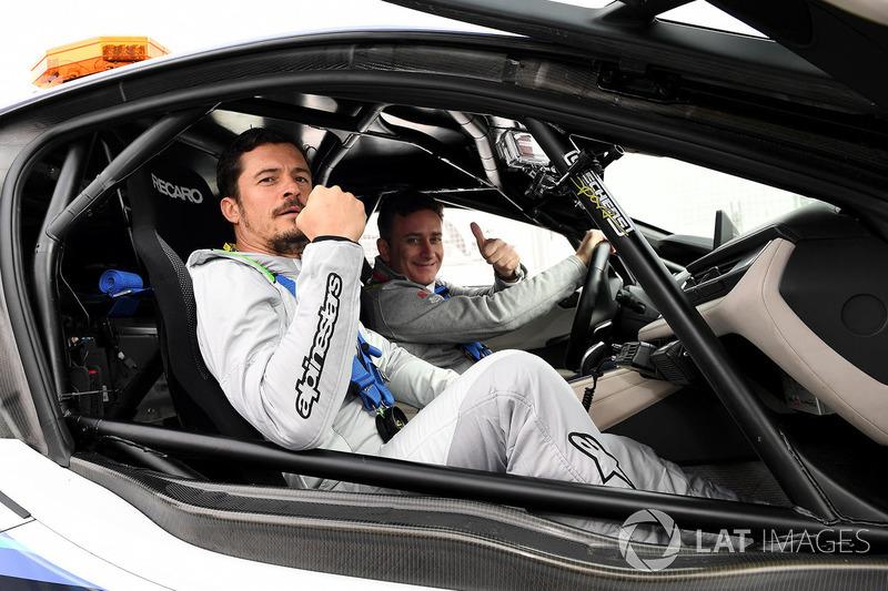 Актер Орландо Блум и Алехандро Агаг, руководитель Формулы Е, BMW Safety Car