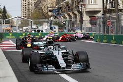 Valtteri Bottas, Mercedes AMG F1 W09, Daniel Ricciardo, Red Bull Racing RB14 Tag Heuer, Max Verstappen, Red Bull Racing RB14 Tag Heuer, Kimi Raikkonen, Ferrari SF71H, Esteban Ocon, Force India VJM11 Mercedes, startta