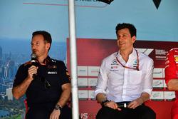 Руководитель Red Bull Racing Кристиан Хорнер и директор Mercedes AMG F1 Тото Вольф