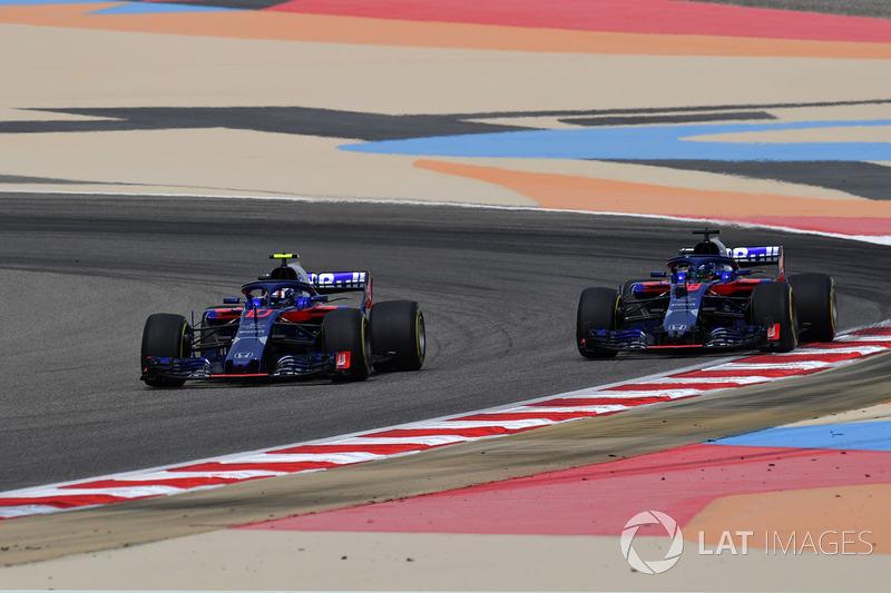 Pierre Gasly, Scuderia Toro Rosso STR13 et Brendon Hartley, Scuderia Toro Rosso STR13