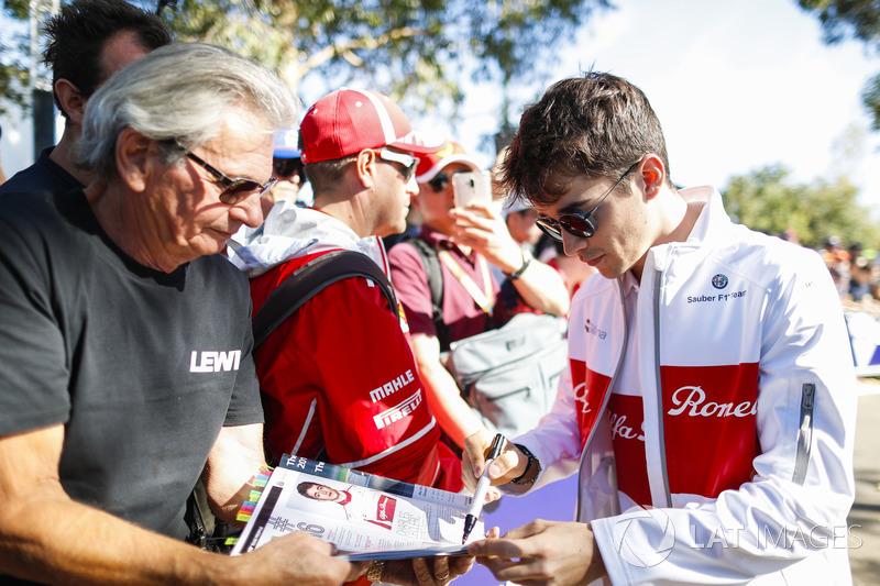 Charles Leclerc, Sauber, meets fans