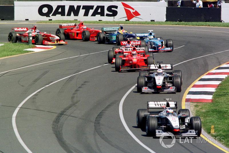 В итоге между парой McLaren сохранился статус-кво: Хаккинен остался лидером после старта, Култхард проследовал за ним