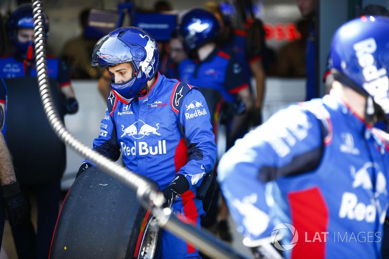 Mekanik pit Toro Rosso