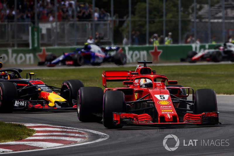 Sebastian Vettel, Ferrari SF71H, precede Max Verstappen, Red Bull Racing RB14