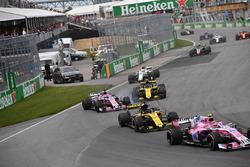 Esteban Ocon, Force India VJM11 y Nico Hulkenberg, Renault Sport F1 Team R.S. 18
