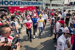 Шарль Леклер, Alfa Romeo Sauber, Пьер Гасли, Scuderia Toro Rosso, и Карлос Сайнс, Renault Sport F1 Team
