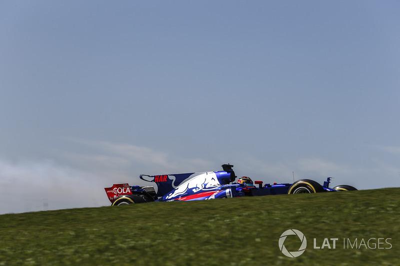 Brendon Hartley, Scuderia Toro Rosso STR12 con fallo de motor en la PL1