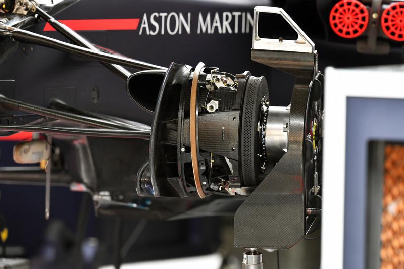 Red Bull Racing RB14 wheel hub detail