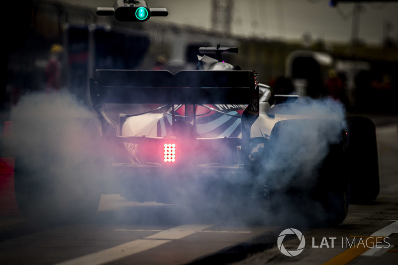 Lance Stroll, Williams FW41 Mercedes, in the pit lane