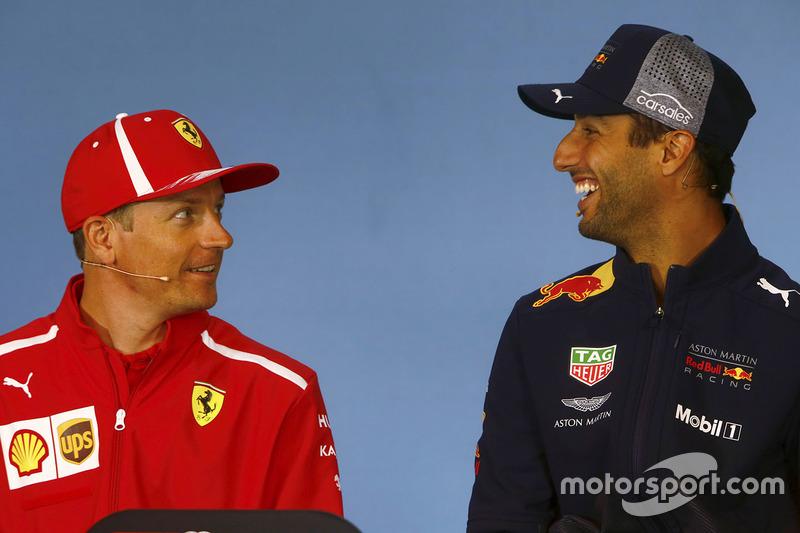 Kimi Raikkonen, Ferrari, y Daniel Ricciardo, Red Bull Racing