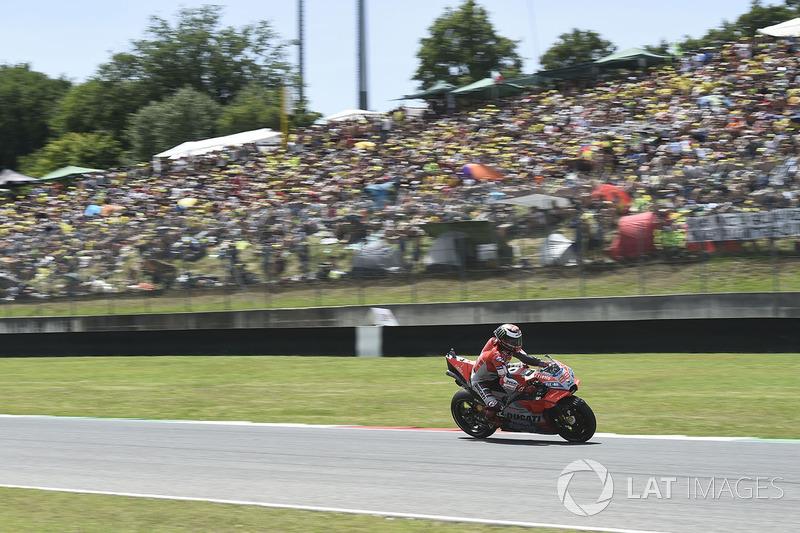 Enquanto isso, Jorge Lorenzo conseguiu tomar boa frente para vencer pela primeira vez com a Ducati.