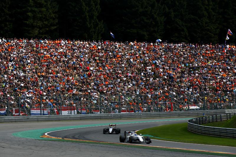 Felipe Massa, Williams FW38 Mercedes, avanti a Sergio Perez, Force India VJM09 Mercedes