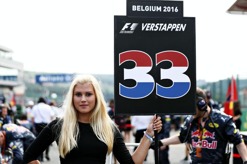 Gridgirl von Max Verstappen, Red Bull Racing