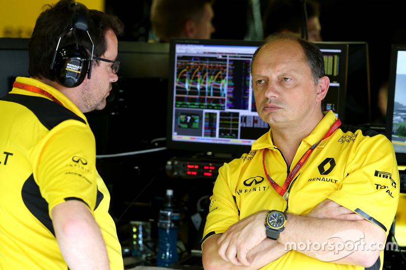 Julien Simon-Chautemps, Renault Sport F1 Team and Frederic Vasseur, Renault Sport F1 Team, Racing Director