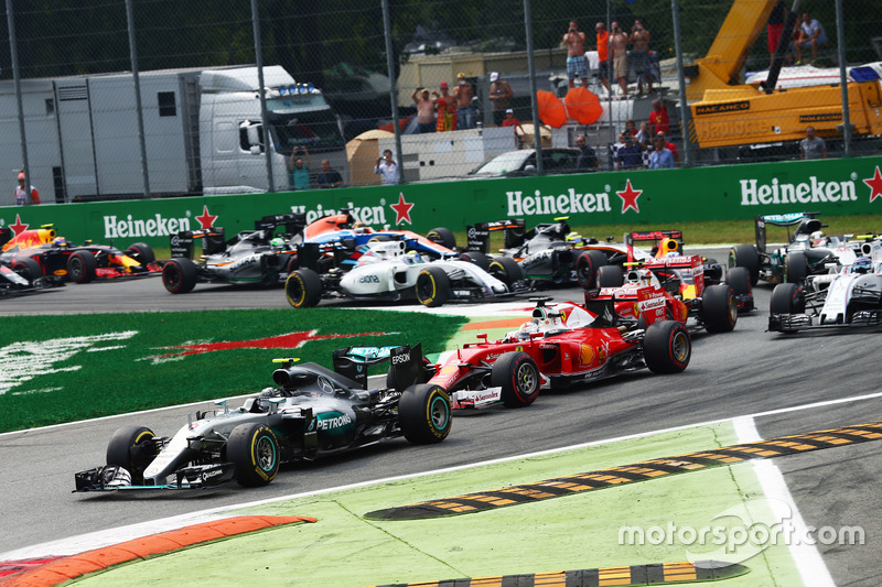 Nico Rosberg, Mercedes AMG F1 W07 Hybrid leidt het veld