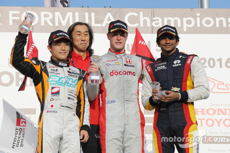 Podium: race winner Stoffel Vandoorne, Dandelion Racing, second place Yuji Kunimoto, Cerumo Inging, third place Narain Karthikeyan, Team LeMans
