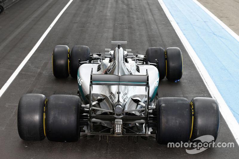 Mercedes AMG F1 W06 Hybrid con le Pirelli 2016 e 2017