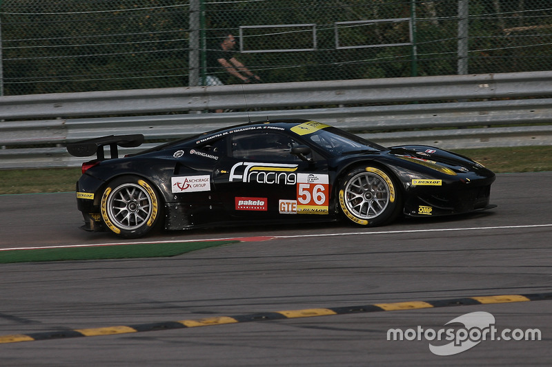 Notausgang für #56 AT Racing, Ferrari F458 Italia: Alexander Talkanitsa, Alexander Talkanitsa Jr, Alessandro Pier Guidi