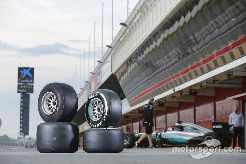 Pneus Pirelli 2017 et 2016