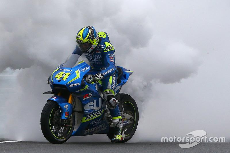 Aleix Espargaro, Team Suzuki MotoGP con la moto in fiamme