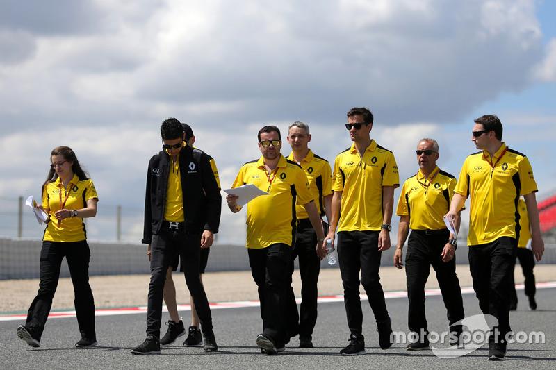 Esteban Ocon, Third Driver, Renault Sport F1 Team, Julien Simon-Chautemps, Renault Sport F1 Team and Jolyon Palmer, Renault Sport F1 Team