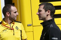 Сириль Абитбуль, управляющий директор Renault Sport F1 и Реми Таффин, технический директор по мотора