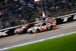 Carl Edwards, Joe Gibbs Racing, Toyota; Michael Annett, HScott Motorsports, Chevrolet