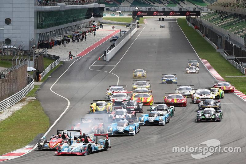 #35 Jackie Chan DC Racing, Oreca Nissan 03R: Ho-Pin Tung, Gustavo Menezes, Thomas Laurent beim Start zum Rennen