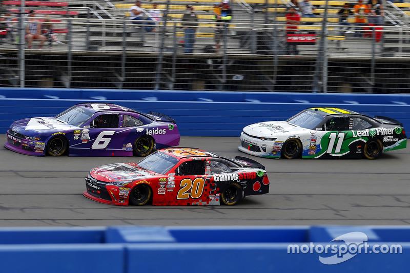 Erik Jones, Joe Gibbs Racing Toyota, Darrell Wallace Jr., Roush Fenway Racing Ford y Blake Koch, Kau