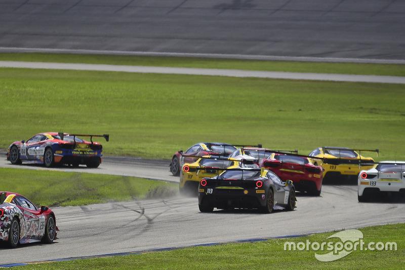#117 The Collection Ferrari 488 Challenge: Amir Kermani, #124 Ferrari of Long Island Ferrari 488 Challenge: Jerome Jacalone, incidente