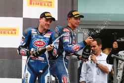 Il secondo classificato Alex Lowes, Pata Yamaha, il terzo classificato Michael van der Mark, Pata Yamaha