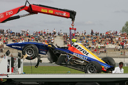 The car of Ernesto Viso, Racing Engineering after his crash