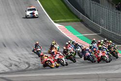 Марк Маркес, Repsol Honda Team, лідирує на старті