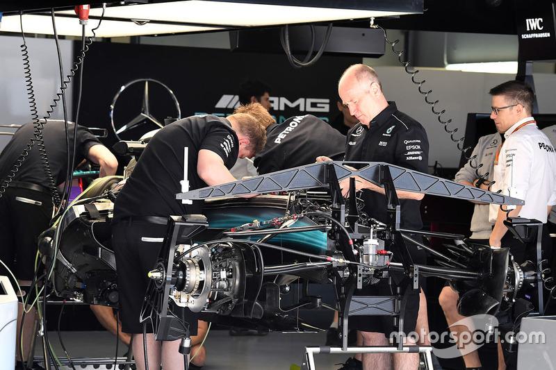 Detalle del chasis y los frenos delanteros del Mercedes AMG F1 W08