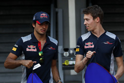 Гонщики Scuderia Toro Rosso Карлос Сайнс-мл. и Даниил Квят