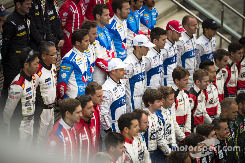 #66 Ford Chip Ganassi Racing Ford GT: Olivier Pla, Stefan Mücke, Billy Johnson and #67 Ford Chip Ganassi Racing Ford GT: Andy Priaulx, Harry Tincknell, Pipo Derani at 2017 drivers group shoot