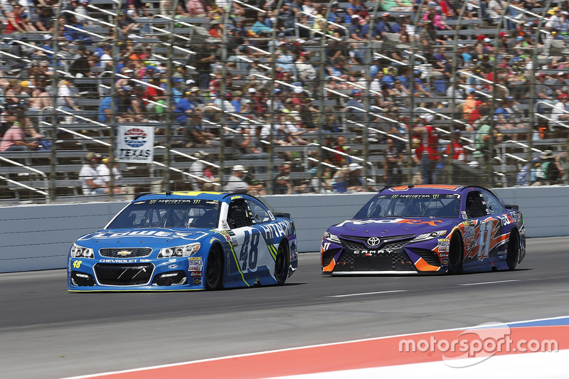 Denny Hamlin, Joe Gibbs Racing, Toyota; Jimmie Johnson, Hendrick Motorsports, Chevrolet